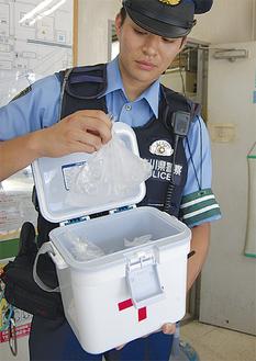 氷は小袋に分けられている