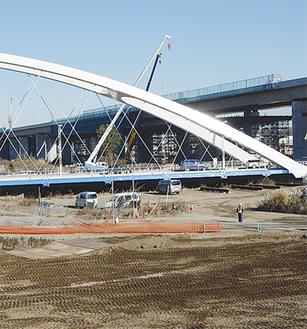 工事が進むあゆみ橋と圏央道の交差箇所