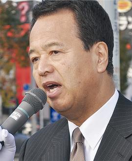 全国遊説の合間をぬって選挙区入りした甘利氏=12月1日・大和市内