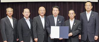 6市町村の首長が国への要望書に署名した