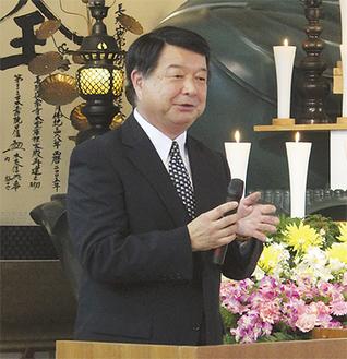 葬儀の説明を熱く語る藤田さん