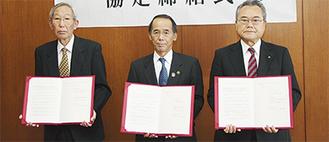 写真右から深澤支部長、内野市長、新野会長
