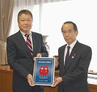 笠間謙二代表取締役(左)