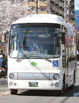 市内を走るコミバス(海老名市提供)