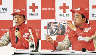 現地の状況を語る中山医師(写真左)