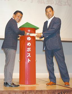宇田川元委員長と森田元理事長(右)