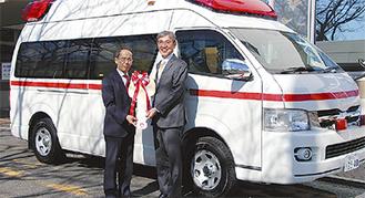 内野市長(左)と服部病院長