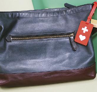 鞄などにつけて使用する