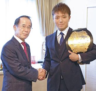 西京選手(右)と内野市長
