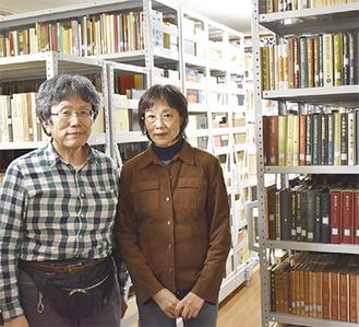 私設図書館を運営する上澤夫妻
