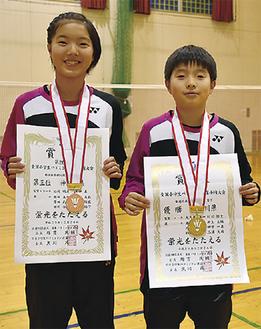 笑顔の齊田さん(左)と高橋君