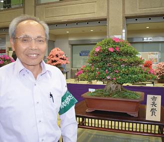市長賞を受賞した木村さんとその作品