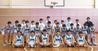 準優勝した大谷中学校「男子バスケットボール部」のメンバー