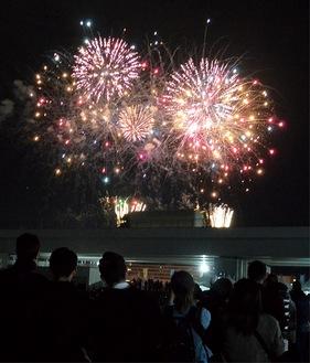 歓声が沸いた「打ち上げ花火」