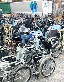 昨年寄付された車イス約80台、歩行器約180台