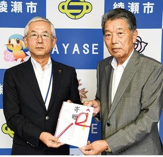 古塩市長と志澤会長(右)