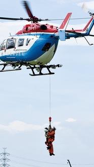 ヘリを使った救助訓練=消防署南分署