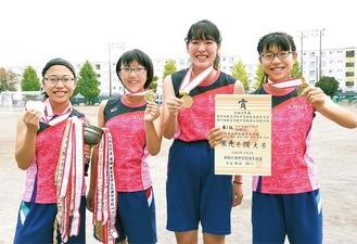 左から日高桜佳さん、小椋あゆさん、佐藤玖子さん、日高舞桜さん