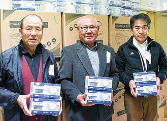 古郡会長(中央)と加藤正一副会長(右)、吉野照隆副会長(左)