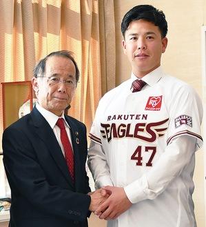 内野市長を表敬訪問した藤井聖投手身長176cm体重78kg・左投左打
