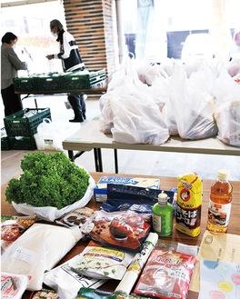 食糧は2人世帯3日分が1袋に収められた