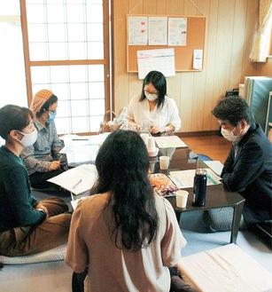 月に1度各地の支援者が集まりミーティングが行われている