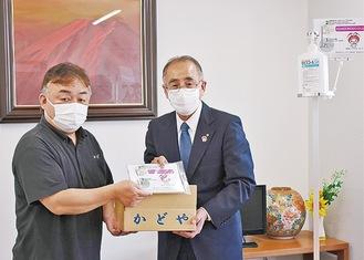 波多野社長(左)と伊藤教育長