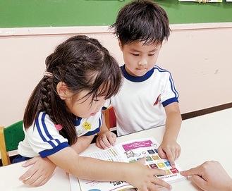 SDGsを本で学ぶ園児