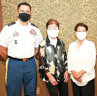 マテルスキー大佐、芥川さん、川崎さん(左から)