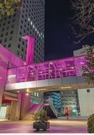 ピンク色に輝く