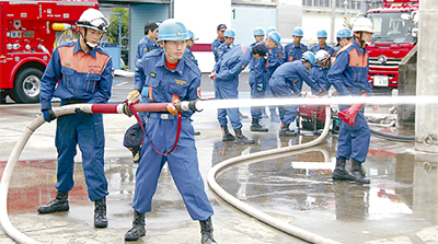 消防団と初の合同訓練