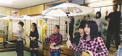子ども歌舞伎を披露