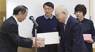 初の特典贈呈式
