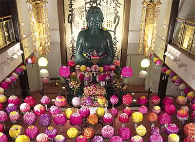 千の花で釈迦を祝う
