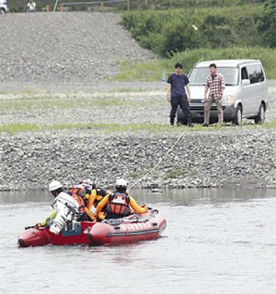 相模川で水難訓練