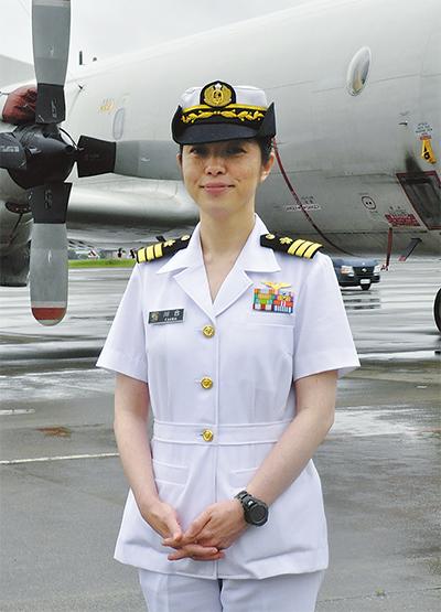 川合文子二等海佐 海自初の女性飛行隊長に 厚木航空基地で就任 ...