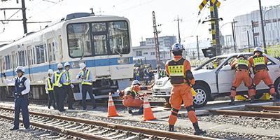 鉄道事故の想定訓練 警察・消防...