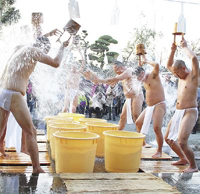 常在寺で豆まき祭