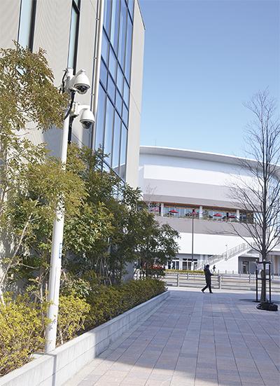 横浜銀行とローソンの間の通りに設置された