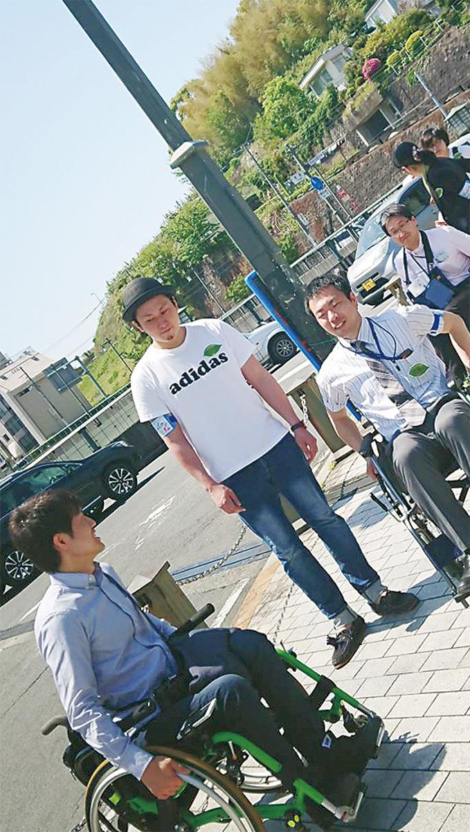 """4月に小田原で行われた""""まち歩き""""の様子"""