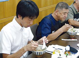 会議では、委員による試食会も行われた