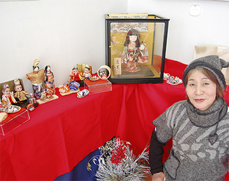ガラスケースに入った日本人形も製作したもの