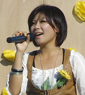 昨年は飯塚さんがキャンペーンソングを歌った