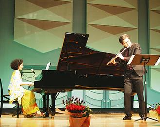 アゼルバイジャンと日本、両国の音楽を演奏しあった