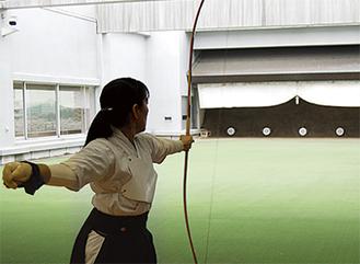本格的な弓道場で体験する