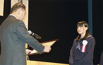 作文コンクールで市長賞を受賞した稲垣さん