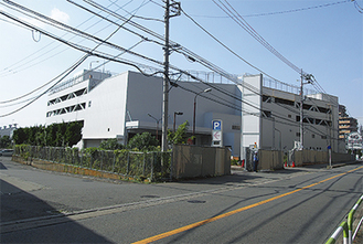 工事が進められる店舗(9月23日撮影)