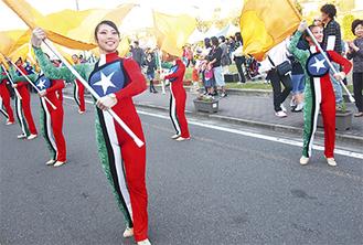 湘南台高校吹奏楽部が祭りのラストを飾った