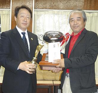 1位の井沢さん(右)