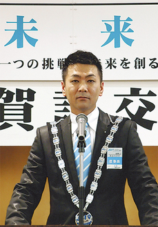 スローガンを語る長谷川理事長